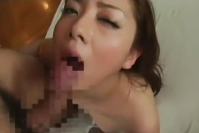 美熟女が視姦フェラしながらエロすぎる隠語責めの攻撃で最後は口内発射しちゃう動画